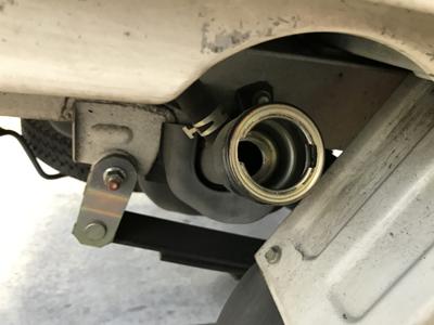 軽トラックの給油口を開けるレバーが見つからない! 給油口ってどこにある??